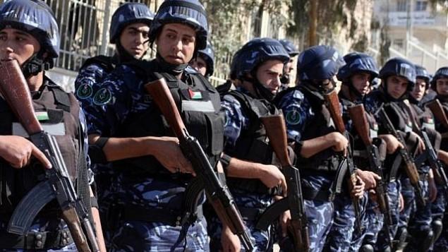 صورة للتوضيح: الشرطة الفلسطينية في الضفة الغربية (Issam Rimawi/Flash90)
