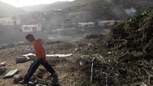 مخيم بدوي في المنطقة E1، بين القدس ومستوطنة معاليه ادوميم في الضفة الغربية، ديسمبر 2012 (Lior Mizrahi/Flash90)