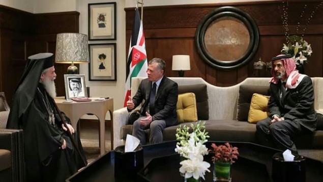 البطرك الروم الأورثوذكس تيوفيليوس يلتقي بالعاهل الاردني عبد الله الثاني في عمان لتجنيد الدعم في قضية بيع اراضي كنسية، 18 امتوبر 2017 (King of Jordans bureau)