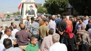 حفل تنصيب النصب التذكاري لصدام حسين في مدينة قلقيلية بالضفة الغربية في 18 أكتوبر 2017. (Qalqilya Municipality Facebook page)