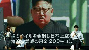 شاشة في طوكيو تظهر الزعيم الكوري الشمالي كيم جونغ اون، 15 سبتمبر 2017 (AFP/Toru Yamanaka)