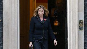 وزير التنمية الدولية البريطانية لجديدة بيني موردونت تغادر مقر الحكومة في لندن، 9 نوفمبر 2017 (AFP Photo/Daniel Leal-Olivas)