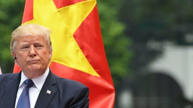الرئيس الامريكي دونالد ترامب خلال مؤتمر صحفي في فيتنام، 12 نوفمبر 2017 (AFP PHOTO / JIM WATSON)