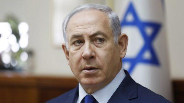 رئيس الوزراء بينيامين نتنياهو يترأس الجلسة الأسبوعية للمجلس الوزاري في القدس، 19 نوفمبر، 2017. (AFP PHOTO / POOL / RONEN ZVULUN)