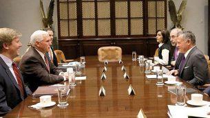 ملك الأردن عبد الله الثاني يلتقي بنائب الرئيس الأمريكي مايك بنس في العاصمة الأمريكية واشنطن، 27 نوفمبر، 2017. (Courtesy of the Jordanian Royal Court)