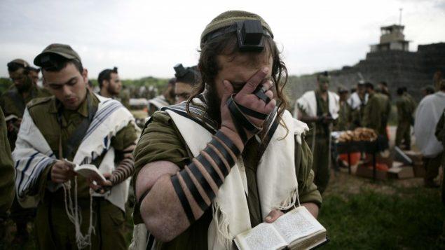 جنود يهود متشددون من كتيبة نيتشا يهودا، 2010 (Abir Sultan/Flash90)