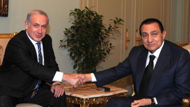 رئيس الوزراء بنيامين نتنياهو يبتقي بالرئيس المصري حسني مبارك في القاهرة، يوليو 2010 (Moshe Milner/Government Press Office/Flash90)
