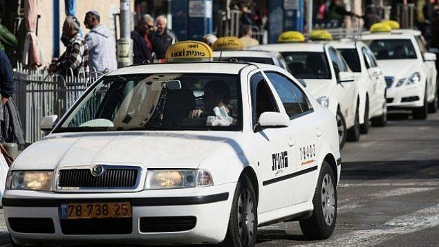 صورة توضيحية: سيارات أجرة في انتظار مسافرين. (Kobi Gideon/Flash90)