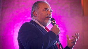 وزير الدفاع أفيغدور ليبرمان يشارك في مؤتمر في القدس مع مشرعين وأعضاء في حزبه 'إسرائيل بيتنا' بمناسبة السنة العبرية الجديدة، 13 سبتمبر، 2017. (Miriam Alster/Flash90)