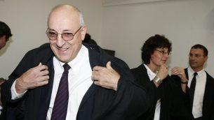 المحامي يتسحاك مولكو في المحكمة المركزية في القدس، 6 اكتوبر 2008 (Michal Fattal/Flash90)