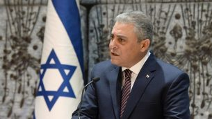 السفير المصري الى اسرائيل حازم خيرت خلال حدث في منزل الرئيس في القدس، 22 نوفمبر 2017 (Mark Neiman)