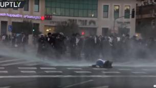 امرأة اصيبت بخراطيم المياه اثناء مظاهرة بالقدس (YouTue screenshot)