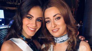 ملكة جمال اسرائيل ادار غاندلسمان (يسار) وملكة جمال العراق سارة عيدان يلتقطن صورة خلال مسابقة ملكة جمال الكون (Instagram)