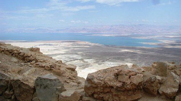 منظر للبحر الميت من ماسادا. (Shmuel Bar-Am)