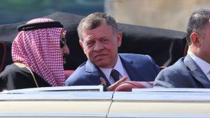 العاهل السعودي سلمان بن عبد العزيز والملك عبد الله الثاني الاردني في عمان، 27 مارس 2017 (AFP PHOTO / Khalil MAZRAAWI)