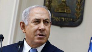 رئيس الوزراء بنيامين نتنياهو خلال الجلسة الاسبوعية للحكومة في القدس، 26 نوفمبر 2017 (AFP/GALI TIBBON)