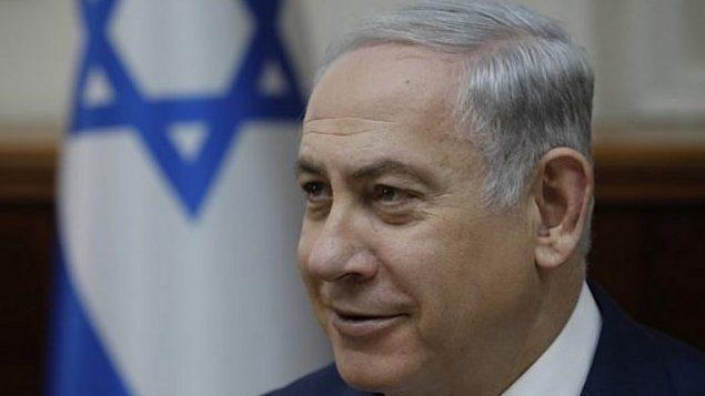 رئيس الوزراء بنيامين نتنياهو في اجتماع مجلس الوزراء الأسبوعي في مكتب رئيس الوزراء في القدس في 24 ديسمبر / كانون الأول 2017. (AFP Photo/AFP Photo and Pool/Amir Cohen)