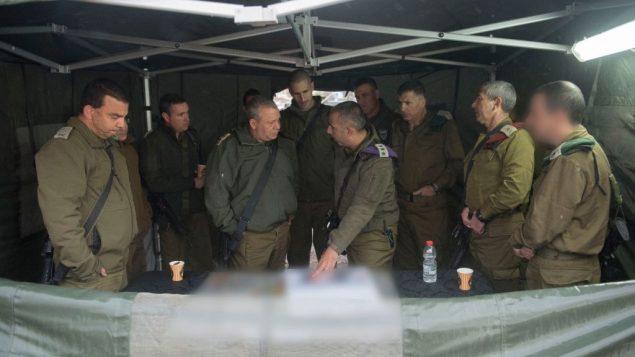 رئيس هيئة اركان الجيش غادي ايزنكوت خلال زيارة الى الضفة الغربية، 6 ديسمبر 2017 (Israel Defense Forces)