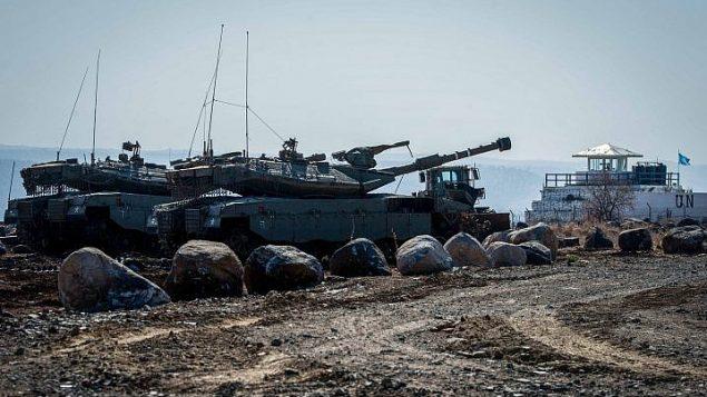 دوريات عسكرية إسرائيلية على الحدود الإسرائيلية السورية في مرتفعات الجولان (Basel Awidat/Flash90)