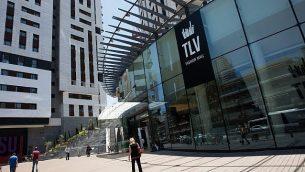 مركز تجاري جديد في مركز تل ابيب، 29 يونيو 2017 (Nati Shohat/Flash90)