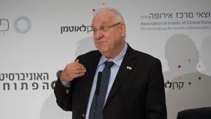 الرئيس الإسرائيلي رؤوفن ريفلين خلال مؤتمر حول التحديات التعليمية للديمقراطية في اسرائيل، 26 ديسمبر 2017 (FLASH90)