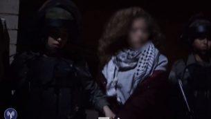 قوات الامن الإسرائيلية تعتقل عهد التميمي البالغة 17 عاما في بلدة النبي صالح في الضفة الغربية، 19 ديسمبر 2017 (screen capture: IDF)