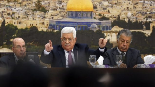 رئيس السلطة الفلسطينية محمود عباس يتخدث خلال جلسة في رام الله، 14 يناير 2018 (AFP PHOTO / ABBAS MOMANI)