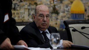 المسؤول الفلسطيني الرفيع سليم زعنون يقرأ بيان في ختام جلسة اللجنة المركزية لمنظمة التحرير الفلسطينية في مدينة رام الله، الضفة الغربية، 16 يناير 2018 (AFP PHOTO / ABBAS MOMANI)