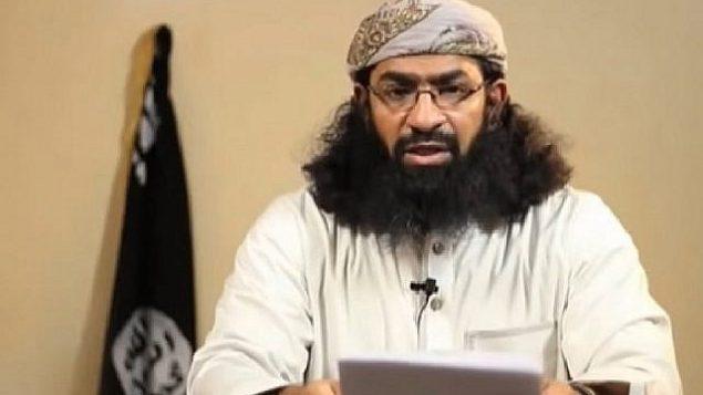 لقطة شاشة من مقطع فيديو لخالد باطرفي، قيادي كبير في تنظيم القاعدة في شبه الجزيرة العربية. (YouTube)