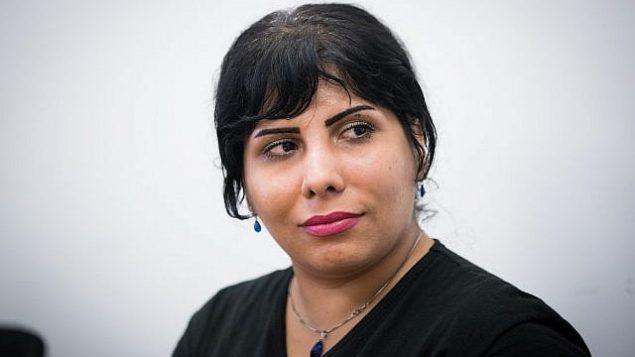 المدونة الإيرانية ندى أمين، لدى وصولها إلى إسرائيل في أغسطس 2107. (Yonatan Sindel/Flash90)