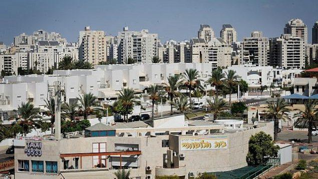 منظر عام لمدينة أشدود في جنوب إسرائيل في 28 سبتمبر 2017. (Serge Attal/Flash90)