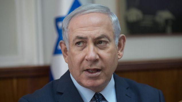 رئيس الوزراء بنيامين نتنياهو يقود جلسة الحكومة الاسبوعية في مكتب رئيس الوزراء في القدس، 7 يناير 2018 (Ohad Zwigenberg/Pool)