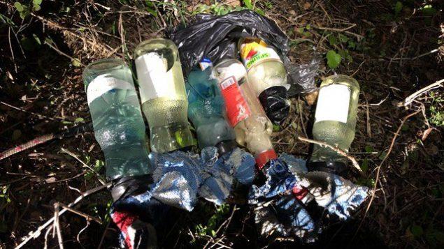 زجاجات حارقة تم العثور عليها بالقرب من مشتوطنة ايتمار في الضفة الغربية، 29 يناير 2018 (IDF spokesperson)