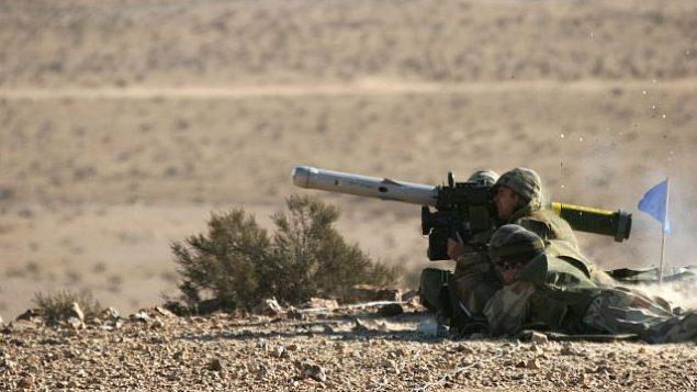 صورة توضيحية. يطلق الجنود الاسرائيليون صاروخا مضادا للدبابات من طراز سبايك خلال تدريبات. (Rafael Advanced Defense Systems)