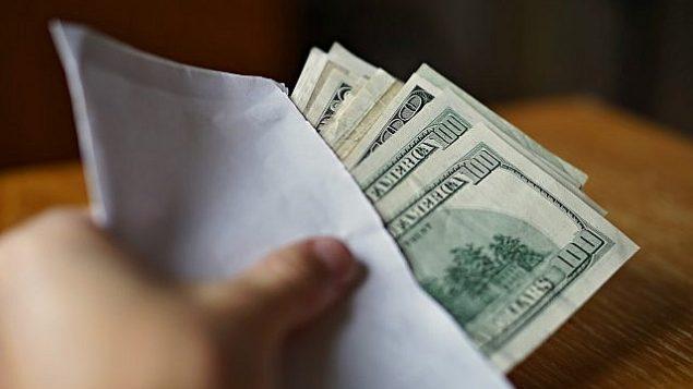 صورة توضيحية لأموال نقدية. (MartinPrague through iStock at Getty Images)