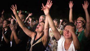 صورة توضيحية: حجاج مسيحيين انجيليين يصلون عند شواطئ البحر الميت في عيد جدي، 20 سبتمبر 2013 (AFP PHOTO/MENAHEM KAHANA)