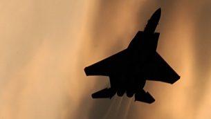صورة توضيحية لطائرة حربية اسرائيلية من طراز اف 15 (Tsahi Ben-Ami/Flash90)