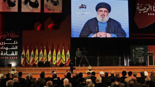زعيم حزب الله حسن نصرالله يلقي خطابا متلفزا خلال احتفال أقامته الحزب في بيروت احتفالا بقادتها الذين قتلوا في 16 فبراير / شباط 2018. (AFP Photo/Joseph Eid)