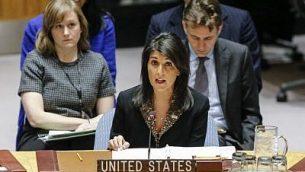 السفيرة الأمريكية لدى الأمم المتحدة نيكي هايلي خلال جلسة لمجلس الأمن التابع للأمم المتحدة في 18 ديسمبر، 2017، في مقر الأمم المتحدة في نيويورك. (AFP Photo/Kena Betancur)