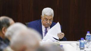 الرئيس الفلسطيني محمود عباس خلال جلسة لمنظمة التحرير الفلسطينية في رام الله، 3 فبراير 2018 (AFP/ABBAS MOMANI)