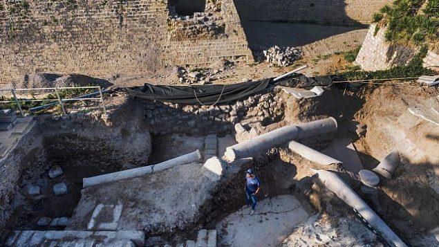 البنية الفخمة من الفترة البيزنطية، والتي تم العثور تحتها على فسيفساء الفترة الرومانية المذهلة. (Assaf Peretz, Israel Antiquities Authority
