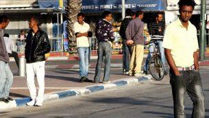 مهاجرون أفارقة في تل أبيب. (photo credit: Nicky Kelvin/Flash90/File)