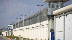 منظر لسجن شطة الذي يقع في شمال إسرائيل، 28 فبراير / شباط 2013. (Moshe Shai/FLASH90)
