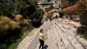 زوار في مدينة داود، في حي سلوان في القدس الشرقية، 31 اغسطس 2015 (Yonatan Sindel/Flash90)