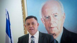 رئيس حزب 'المعسكر الصهيوني' آفي غباي خلال جلسة للجزب في البرلمان الإسرائيلي، 12 فبراير، 2018. (Miriam Alster/Flash90)
