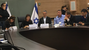 جلسة للجنة الكنيست لرقابة الدولة عُقدت في 26 فبراير، 2018 مخصصة للتعديل 168 لقانون الضريبة. (Simona Weinglass/Times of Israel)