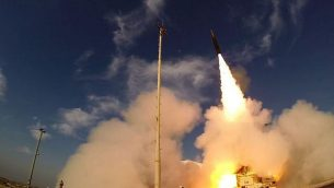 إطلاق صاروخ 'السهم 3' من قاعدة 'بلماحيم' الجوية في وسط إسرائيل، 10 ديسمبر، 2015. (وزارة الدفاع)