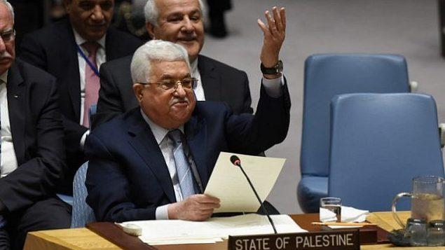 رئيس السلطة الفلسطينية محمود عباس يلقي بكلمة أمام مجلس الأمن التابع للأمم المتحدة في 20 فبراير، 2018. (AFP Photo/Timothy A. Clary)