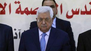 رئيس السلطة الفلسطينية محمود عباس (وسط الصورة) يشارك في جلسة للمجلس الثوري لحركة فتح في 1 مارس، 2018، في مدينة رام الله في الضفة الغربية. (AFP PHOTO / ABBAS MOMANI)