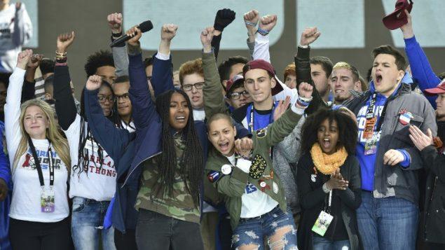 طلاب مدرسة مارجوري ستونمان دوغلاس خلال مسيرة في واشنطن للمطالبة بضبط حيازة السلاح، 24 مارس 2018 (NICHOLAS KAMM / AFP)